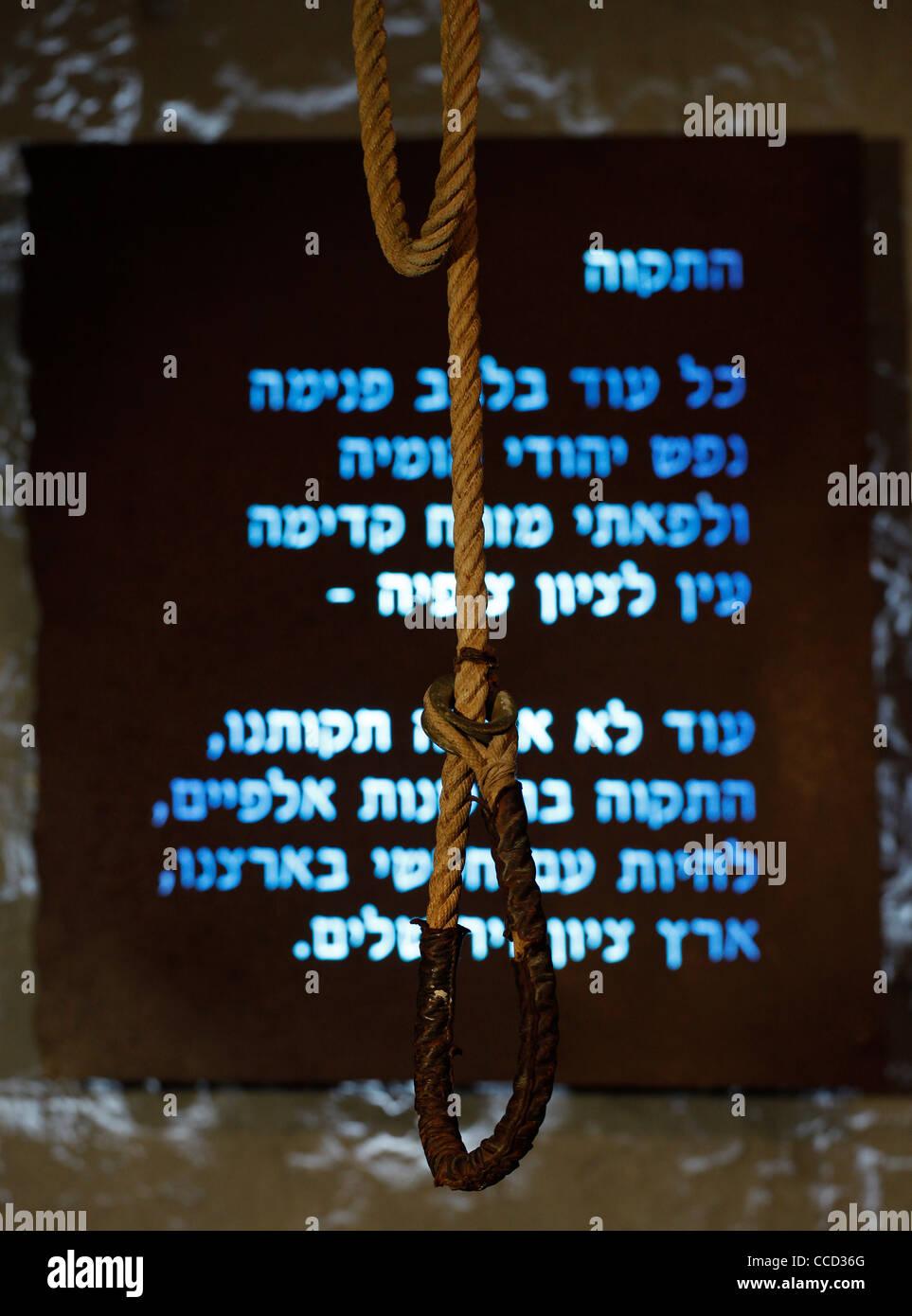 Seil Schlinge hängen vor der israelischen Nationalhymne im Museum ...