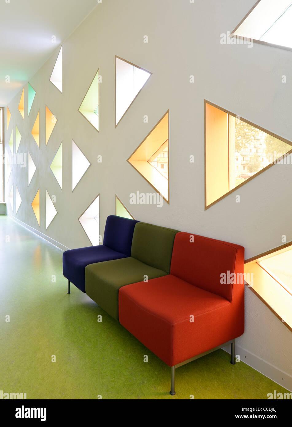 Die Stadt Tartu hat das Ziel der Umsetzung qualitativ hochwertiger modernen Architektur In neuen öffentlichen Stockbild