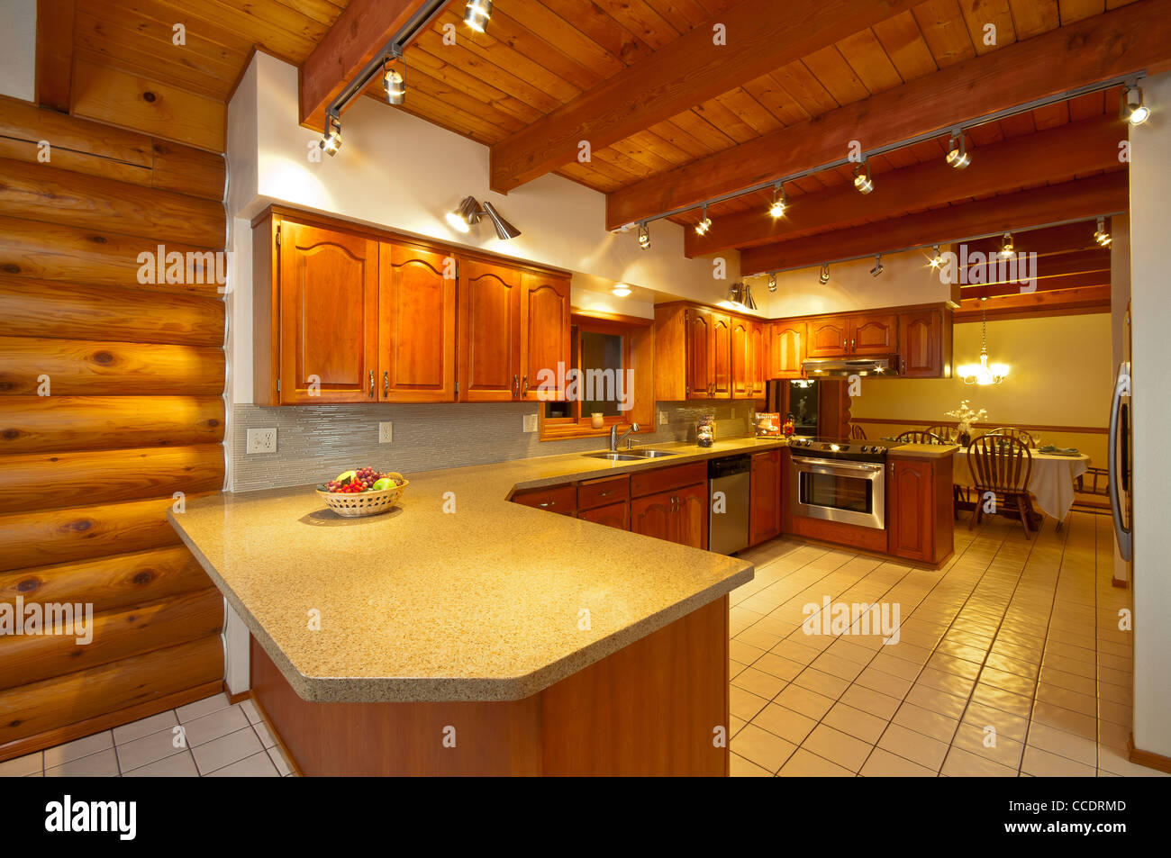 Large Wooden Log House In Stockfotos & Large Wooden Log House In ...