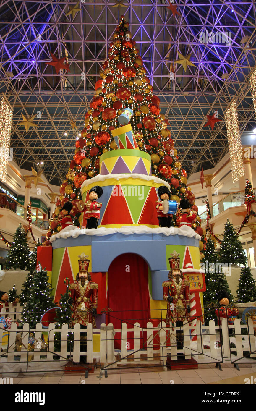 Weihnachten In Der Wafi Mall Grosste Weihnachtsbaum In Ganz Dubai