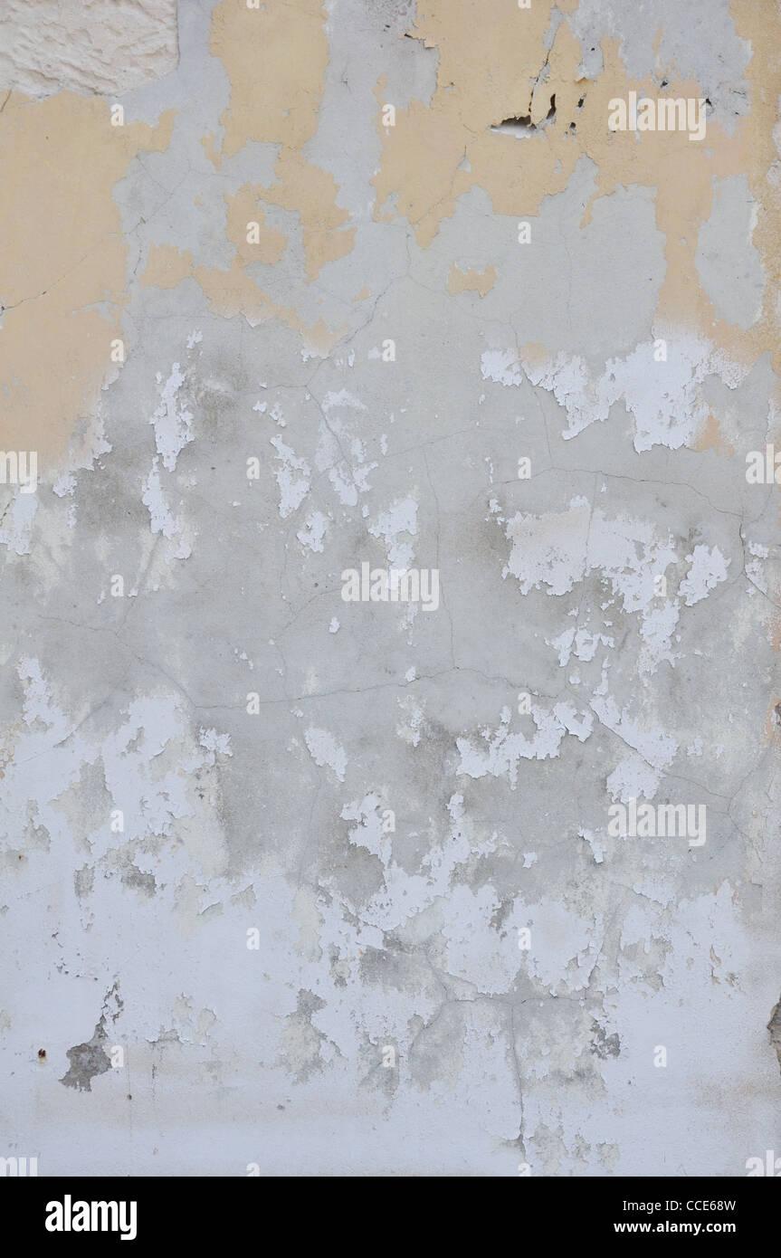 Farbe und gefleckte verputzte Wand angeschlagen Stockbild