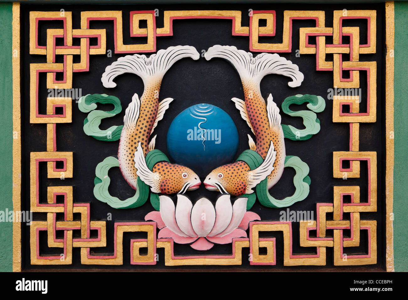 Indien, Arunachal Pradesh, Tawang, Khinmey Nyingma Kloster, Goldene Fische, auspicious Symbol suvarnamatsya Stockbild