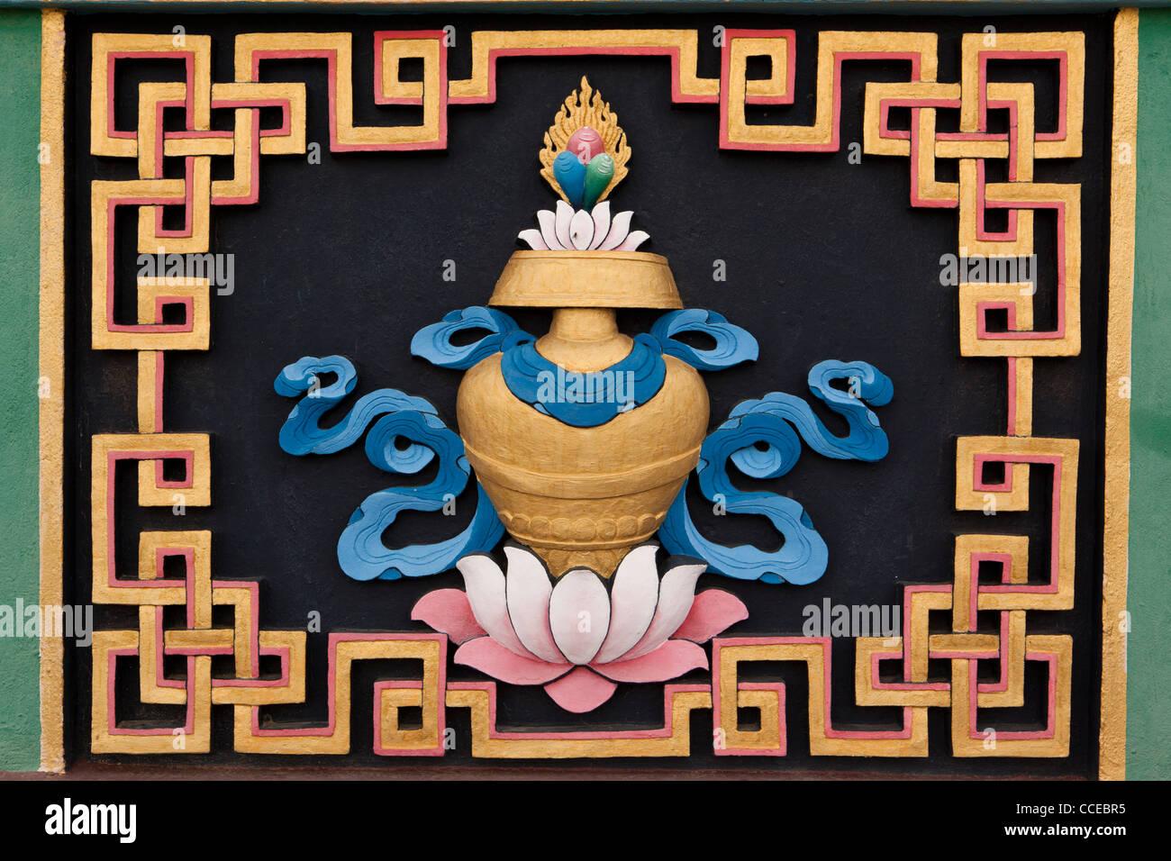 Indien, Arunachal Pradesh, Tawang, Khinmey Nyingma Kloster, Schatz Vase, Kalasha, auspicious symbol Stockbild