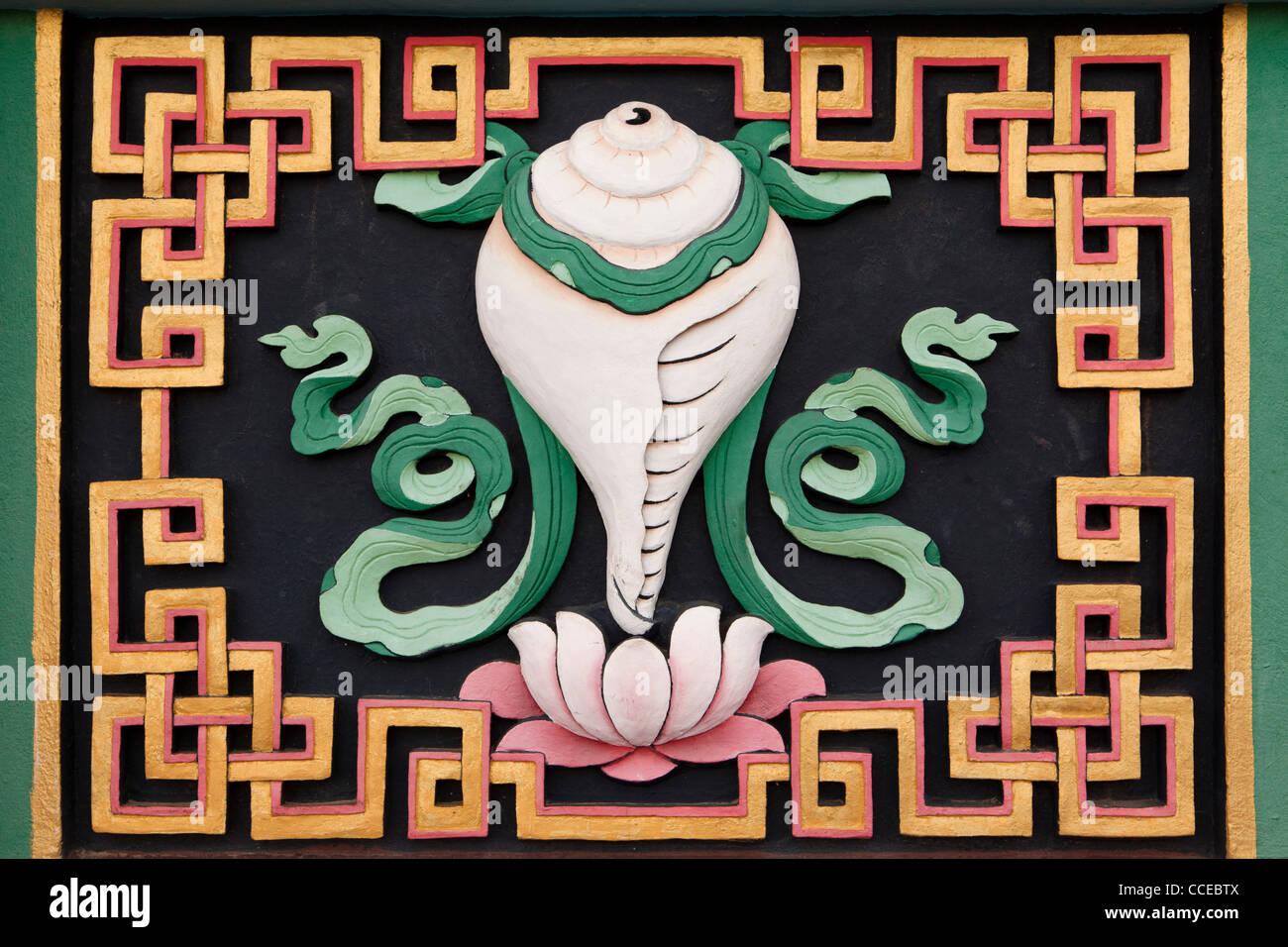 Indien, Arunachal Pradesh, Tawang, Khinmey Nyingma Kloster, Muschelschale, Sankha, auspicious symbol Stockbild