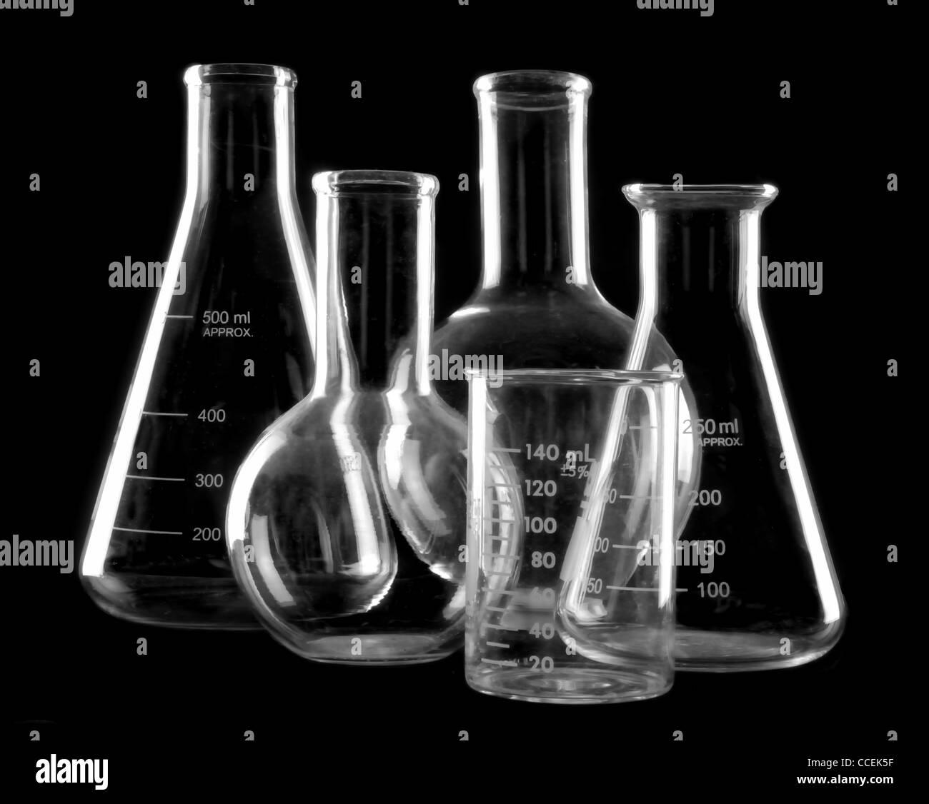 Laborglas: Flaschen und Becher Stockbild