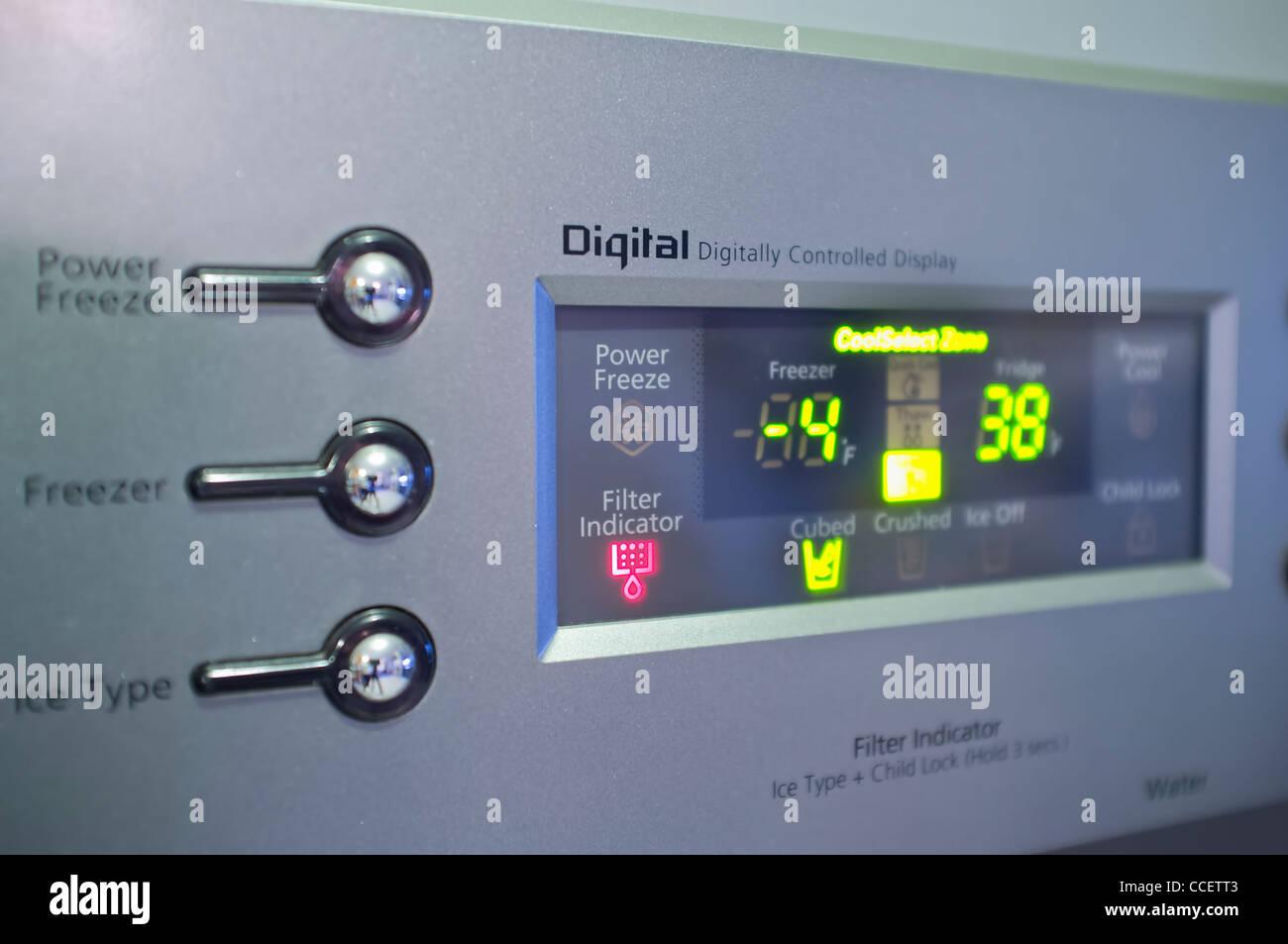 Side By Side Kühlschrank Display : Digitale anzeige der modernen side by side kühlschrank stockfoto