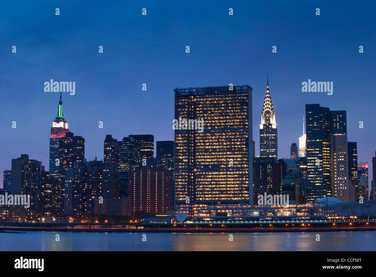 Midtown Manhattan Skyline zeigt das Empire State, Vereinte Nationen und das Chrysler Gebäude Stockfoto
