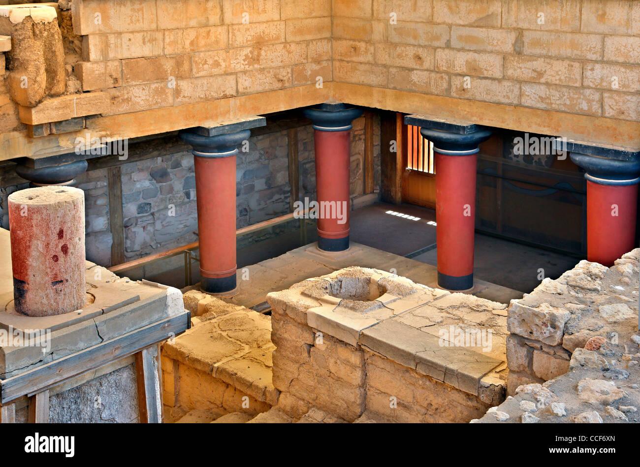 Teilansicht der minoische Palast von Knossos, Heraklion, Kreta, Griechenland. Die Gänge führt zu der Königin Stockbild