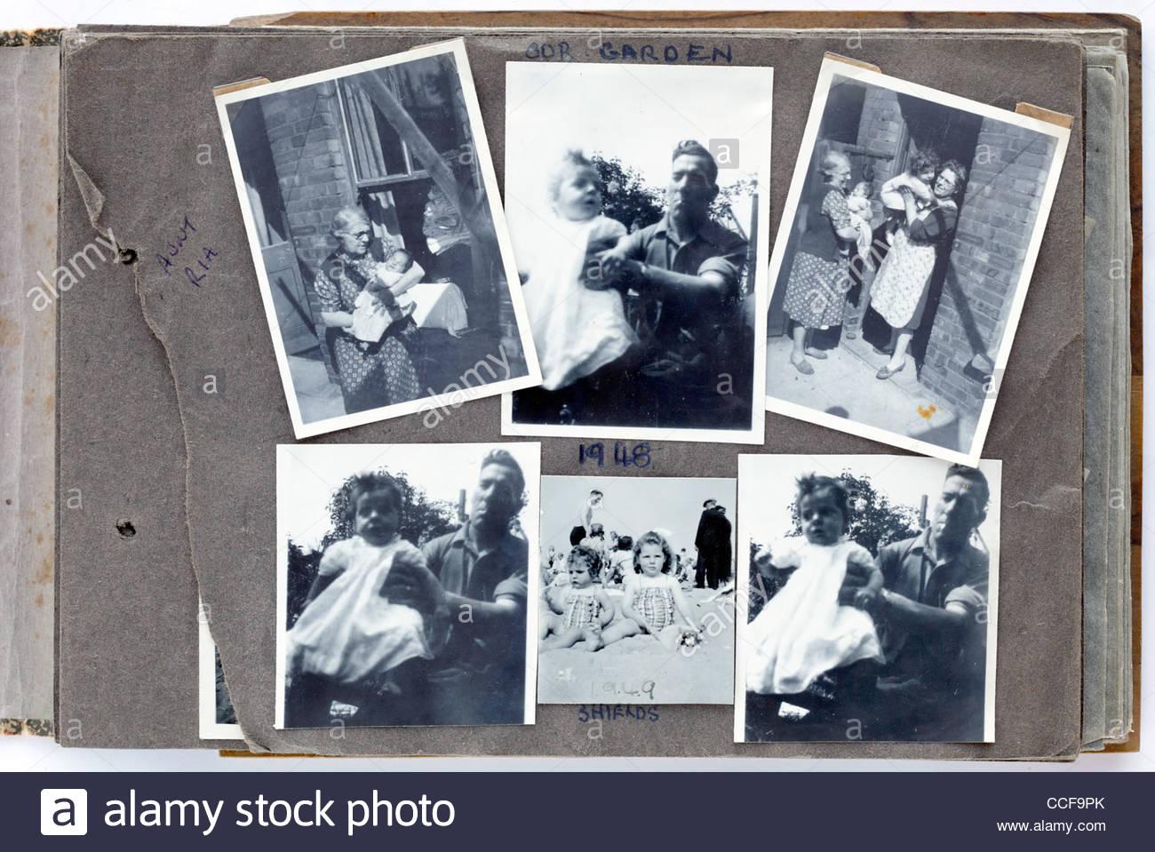 glückliche Momente mit der Familie Foto-Album Seite 1948 England Stockbild