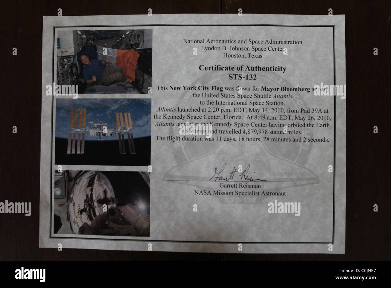 Certificate Of Authenticity Stockfotos & Certificate Of Authenticity ...