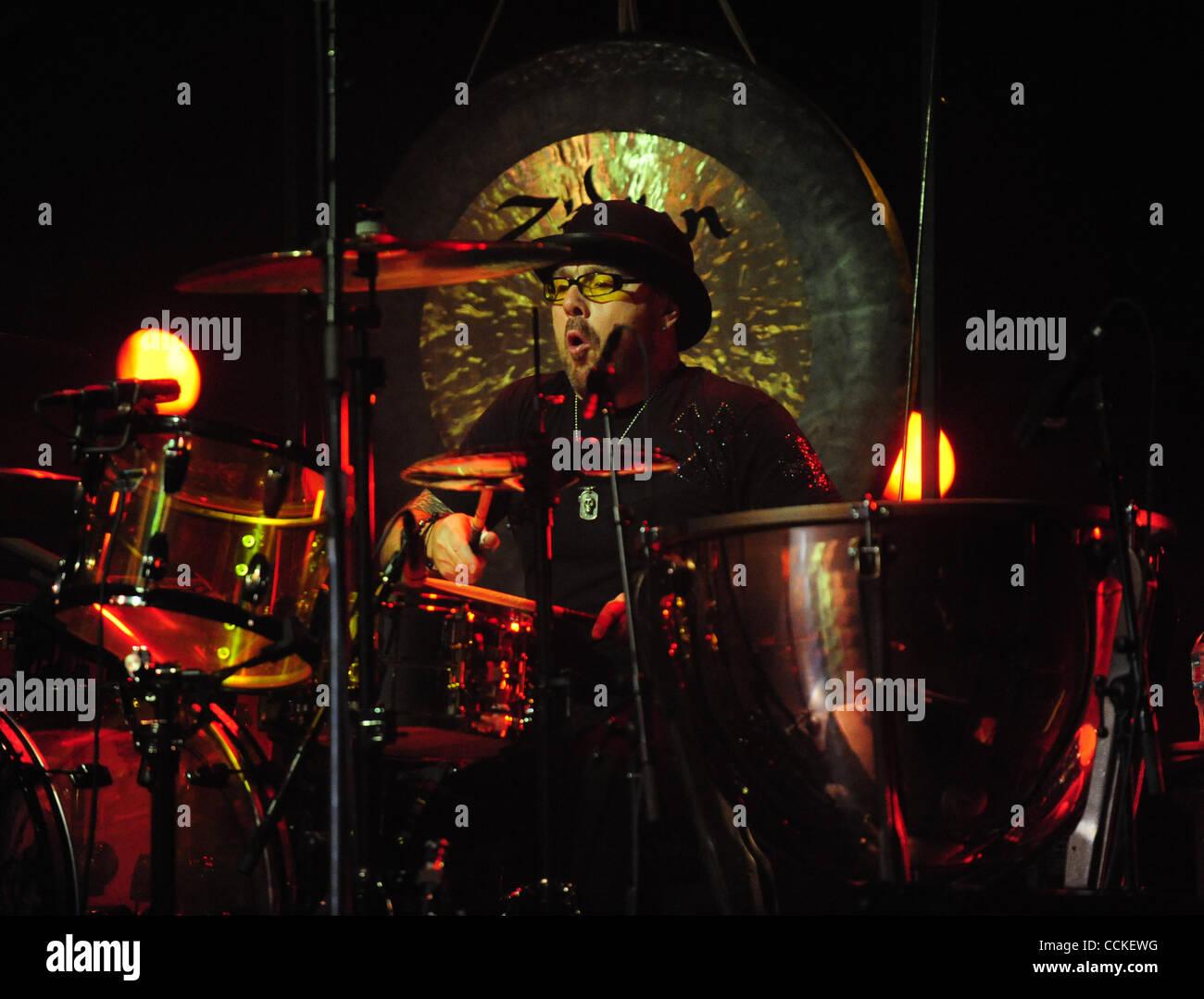 24. November 2010 - Hollywood, ca, Usa - November 23, 2010-Hollywood, Kalifornien, USA-Musiker, JASON BONHAM und Stockbild