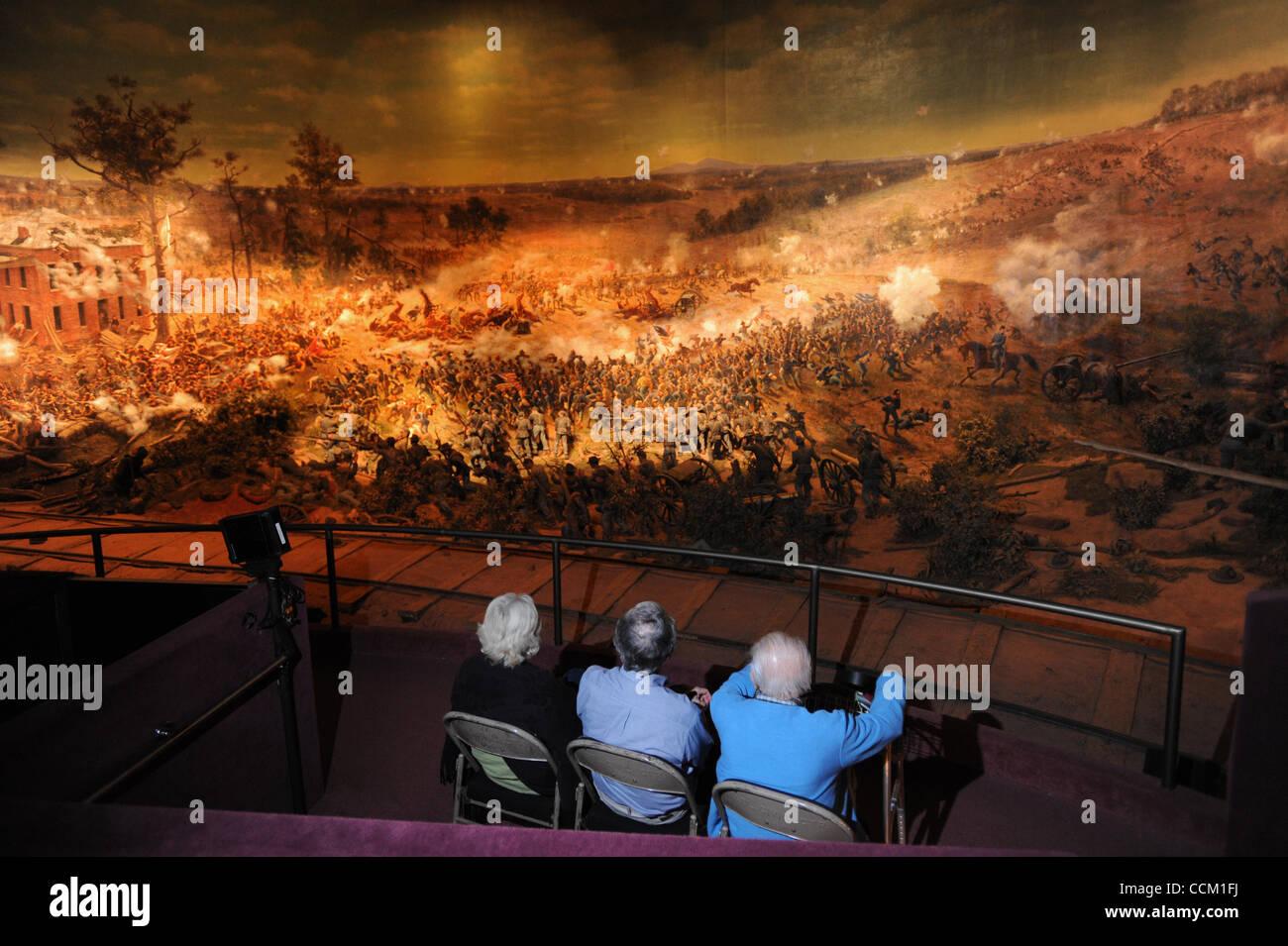 13. November 2010 - Atlanta, GA, USA - ATLANTA, GA - NOVEMBER 12: Besucher nehmen das Panoramabild und Diorama Darstellung Stockbild