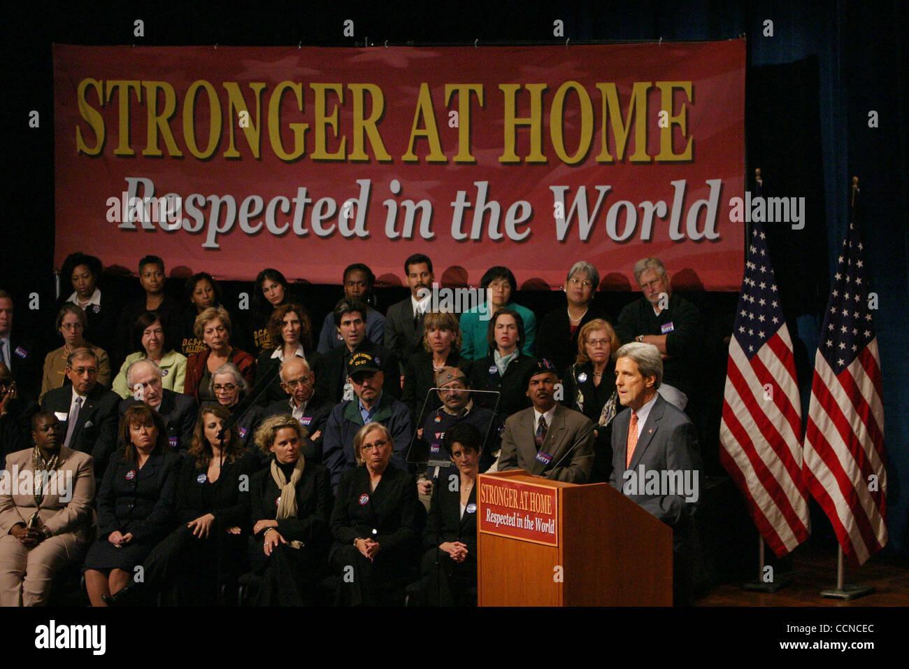 Sep 20, 2004; New York, NY, USA; Demokratischen Präsidentschaftskandidaten JOHN KERRY befasst sich mit New York Stockfoto
