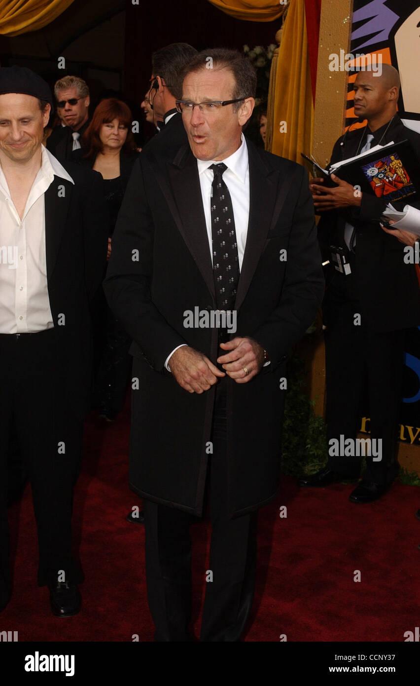 29. Februar 2004; Hollywood, Kalifornien, USA; Oscar-Verleihung 2004: Schauspieler ROBIN WILLIAMS der 76th Annual Academy Awards, angekommen im Kodak Theater statt. Stockfoto