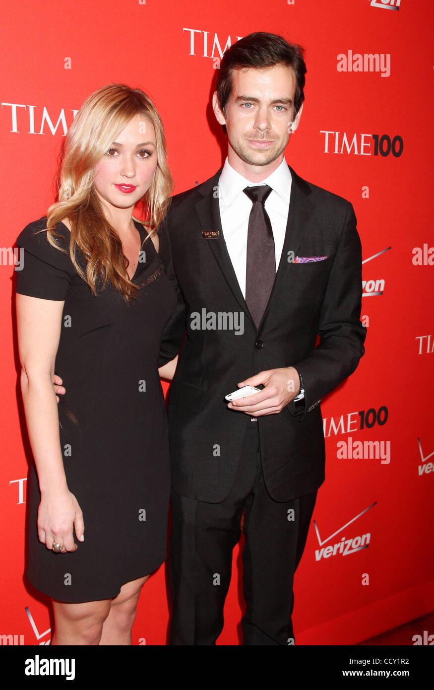 Twitter Schopfer Jack Dorsey Und Kate Greer 2010 Time 100 Besuchen Statt Gala Im Time Warner Center Stockfotografie Alamy