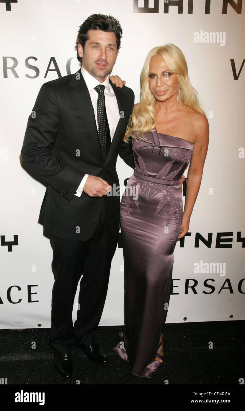 Donatella Versace And Patrick Dempsey Stockfotos Donatella Versace