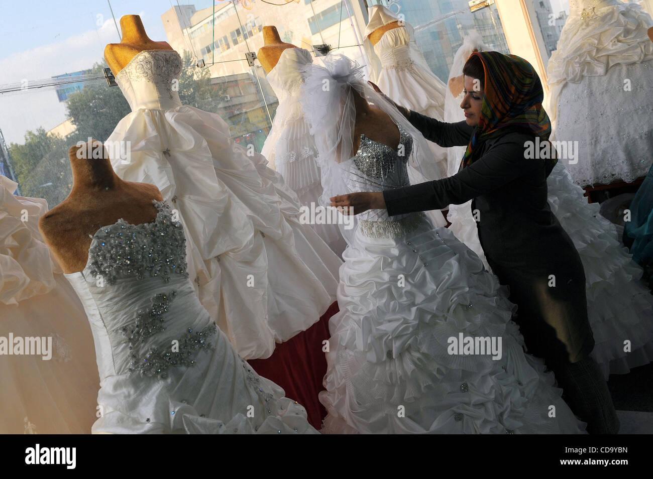 Ausgezeichnet Iranisch Brautkleid Fotos - Hochzeit Kleid Stile Ideen ...