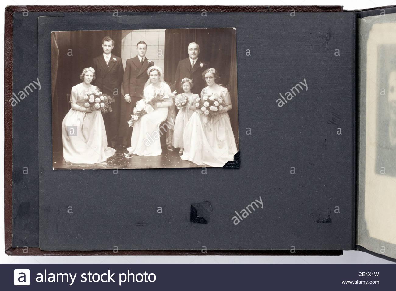 Foto-Album-Seite mit Oldtimer Hochzeit Studio Bild England Stockfoto ...