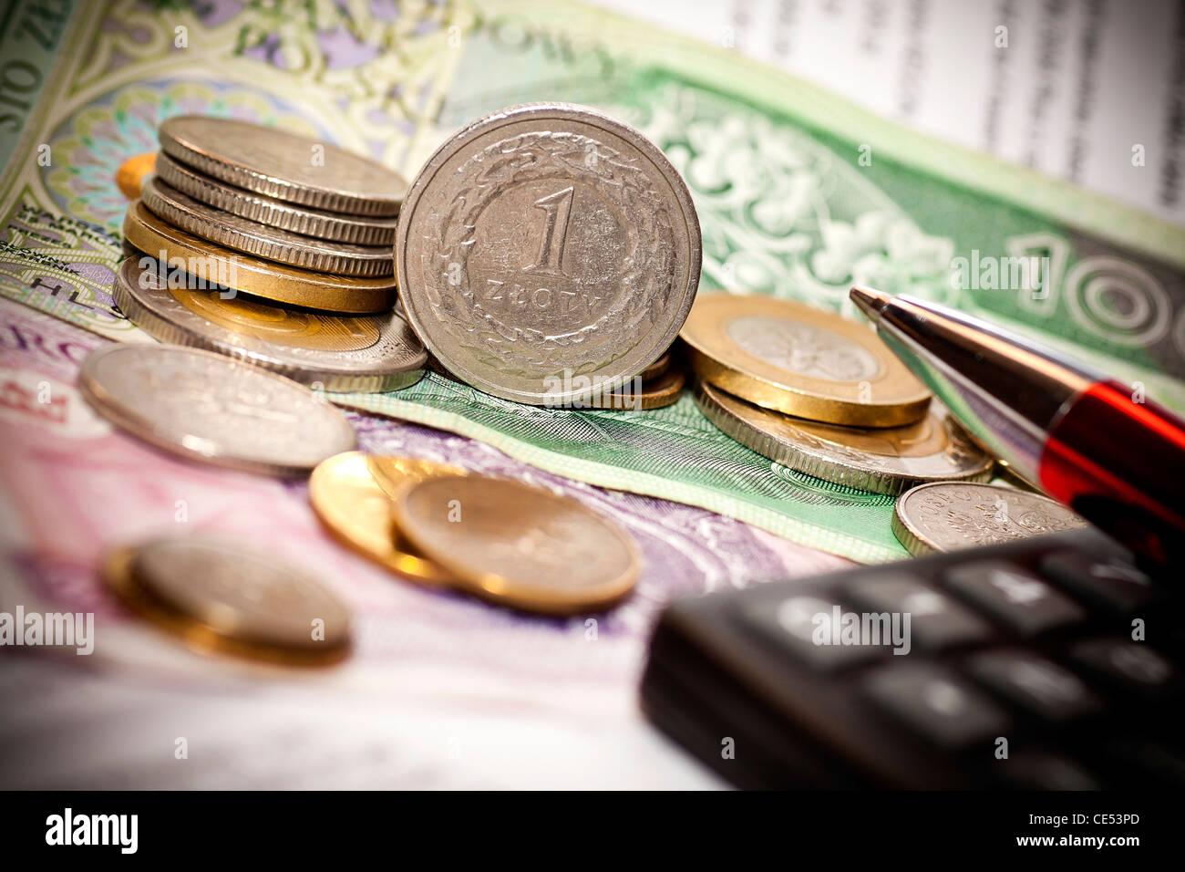 Geld Münzen Rechner Auf Die Polnische Banknoten Stockfoto Bild