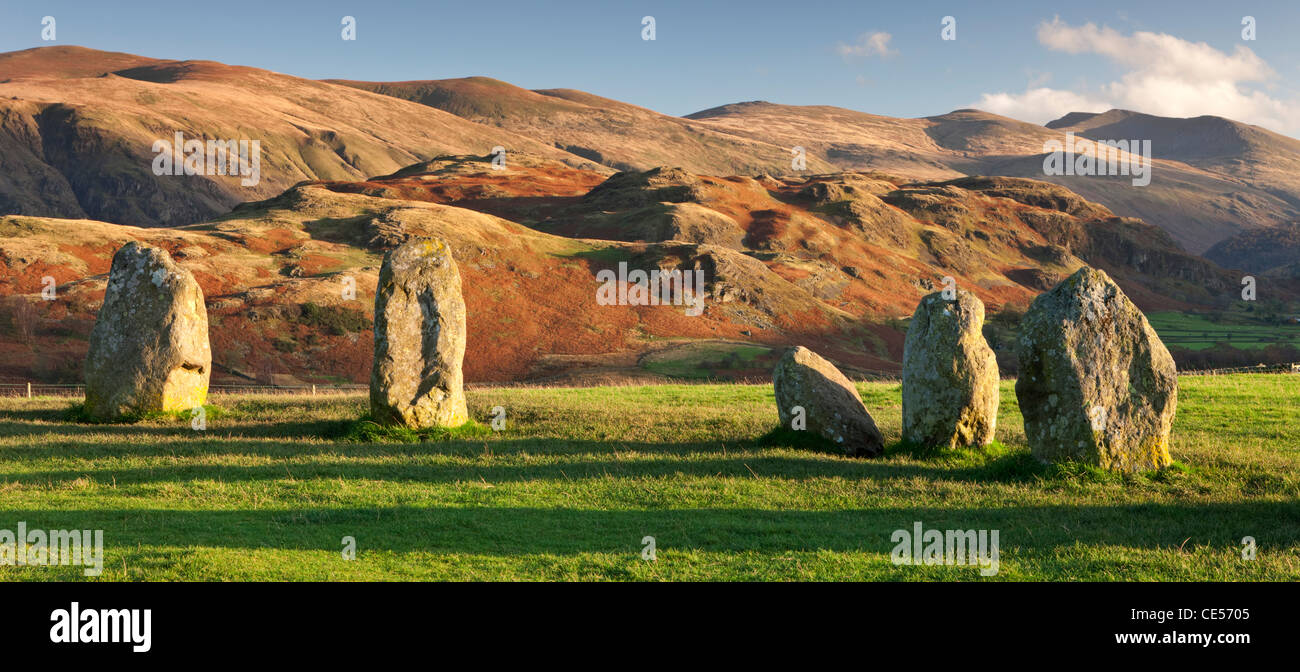Megalith Menhire an der Castlerigg Stone Circle, Lake District, Cumbria, England. Herbst (November) 2011. Stockbild