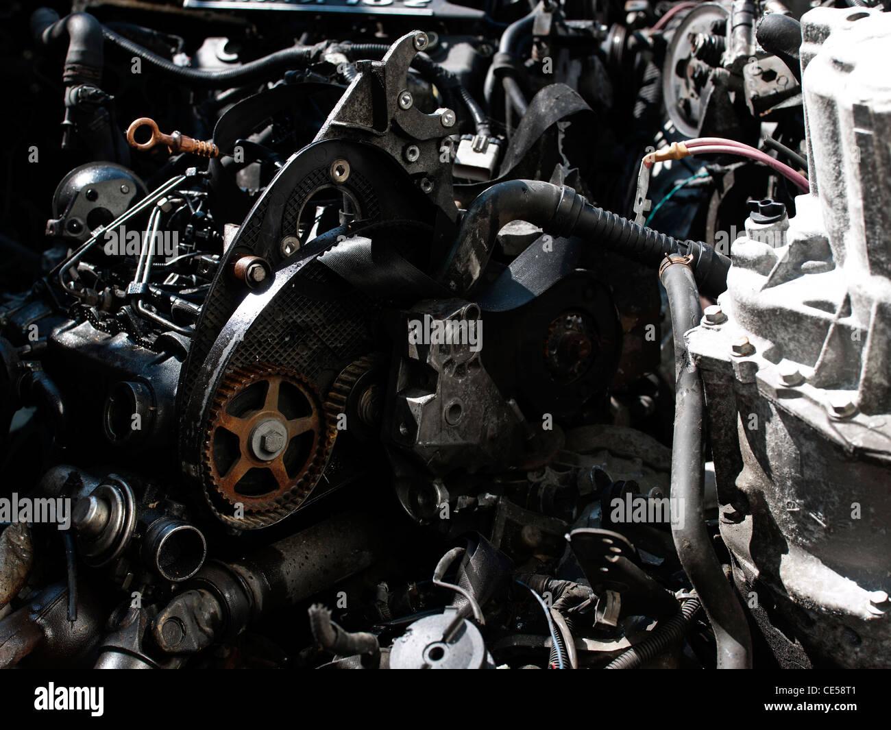 Auto Schrottplatz mit Motorkomponenten Stockfoto, Bild: 43142625 - Alamy