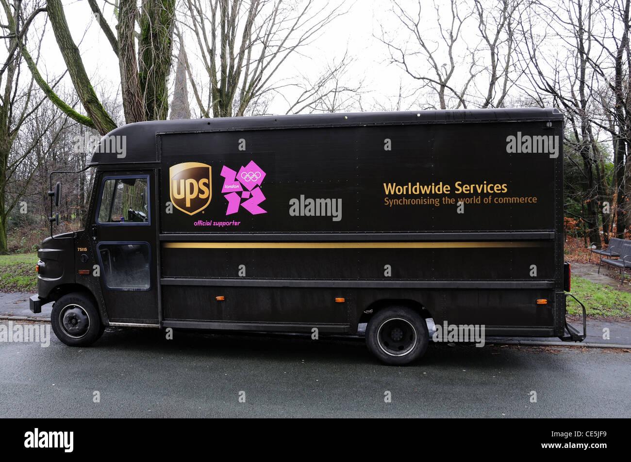UK-UPS Lieferwagen mit 2012 logo Stockbild