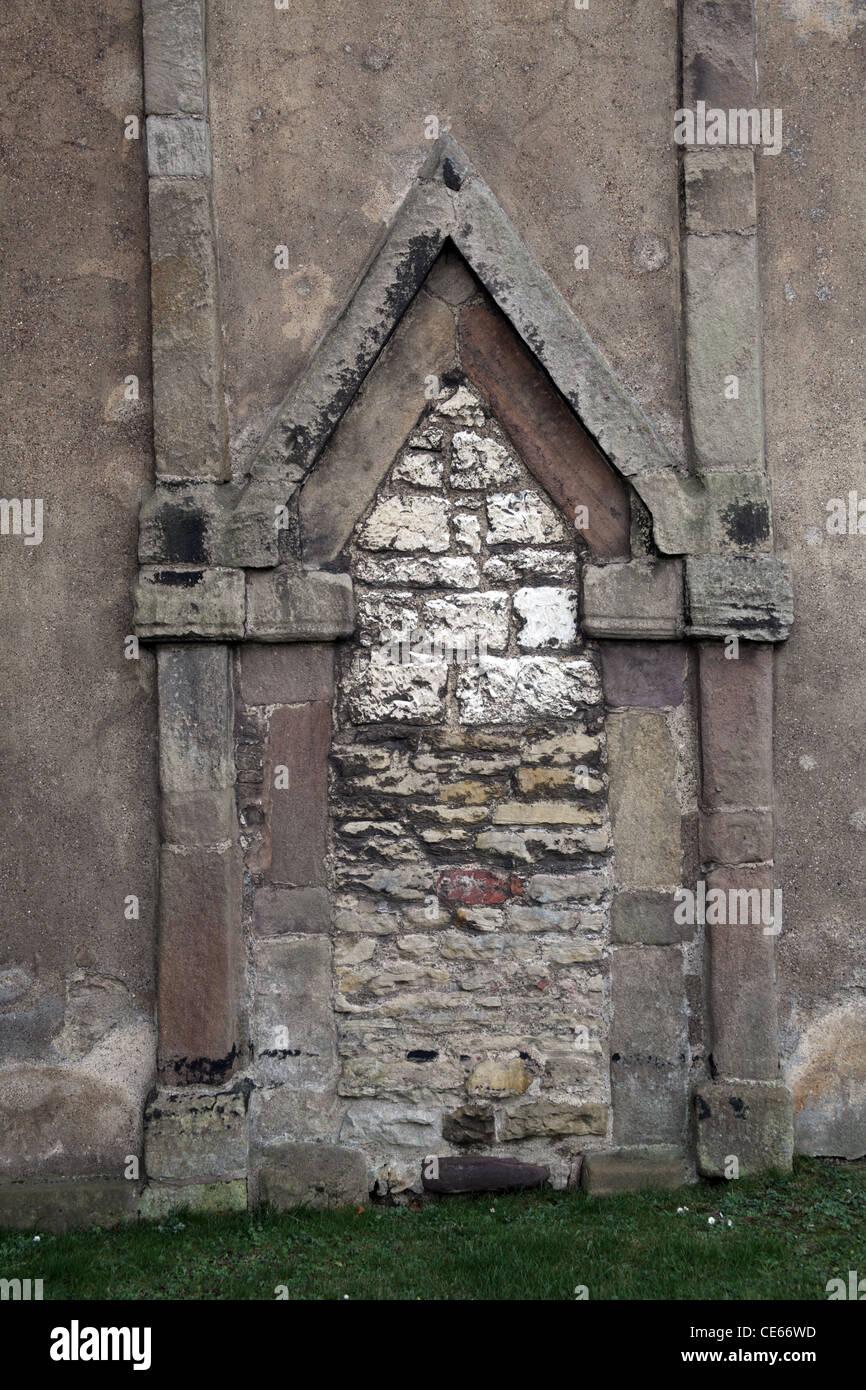 Der 10. Jahrhundert angelsächsischen dreieckigen leitete Eingang in den Turm der St. Peter Kirche, Barton-Upon Stockbild