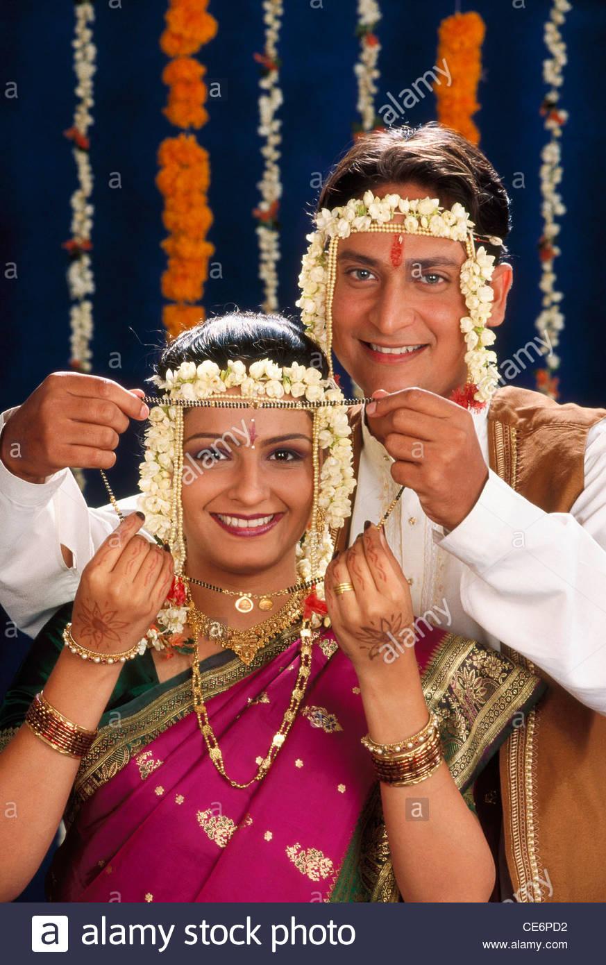 Indische Maharashtrian Brautigam Braut In Hindu Hochzeitszeremonie