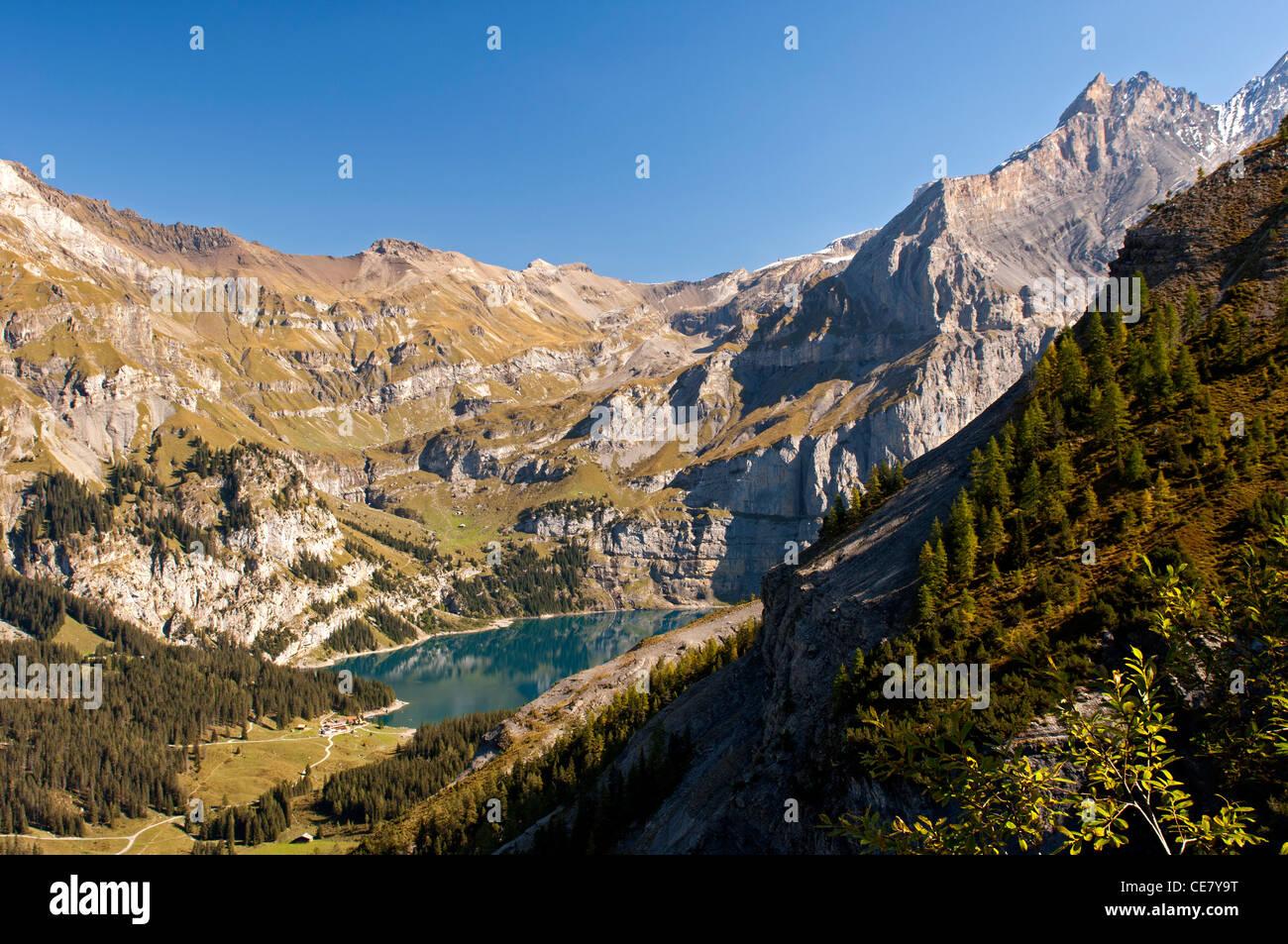 See Oeschinenensee auf der UNESCO-Welterbe Schweizer Alpen, Kandersteg, Berner Oberland, Schweiz Stockbild