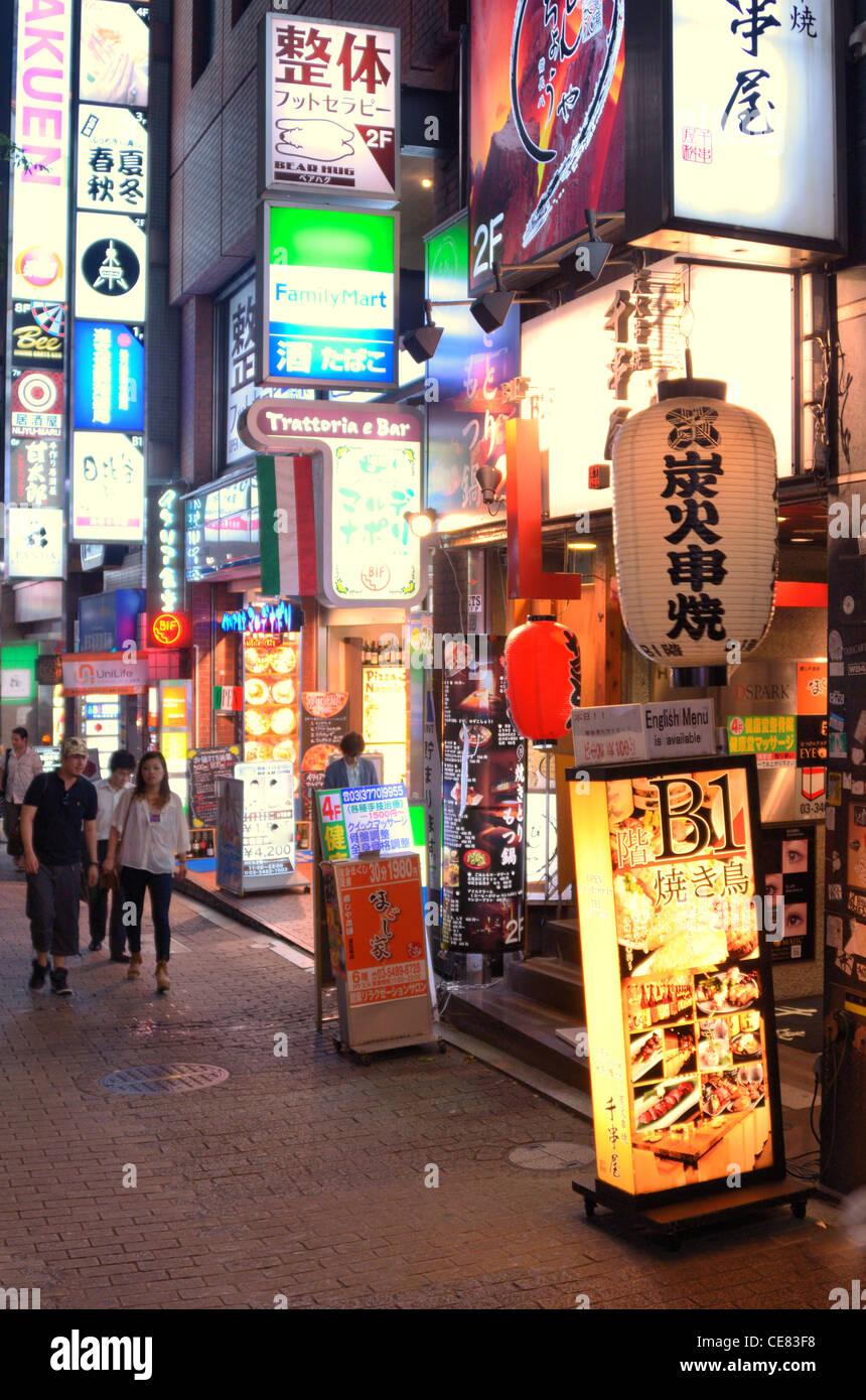Kabuki-Cho, das Zentrum des Nachtlebens in Tokio, Japan. Stockbild