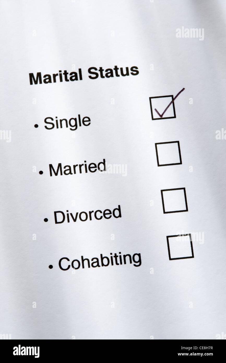 Familienstand-Fragebogen, einzelne angekreuzt. Stockbild