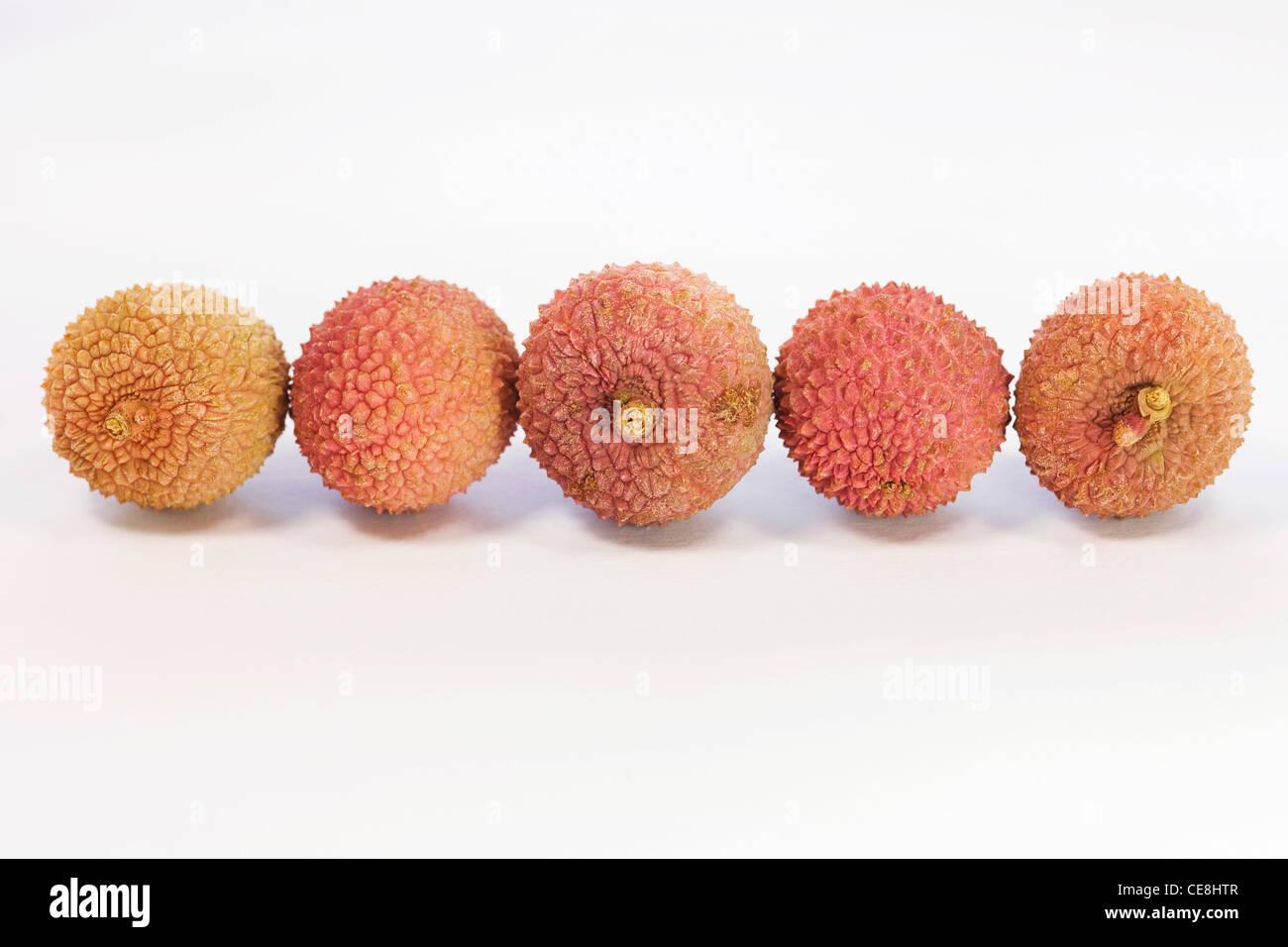 Litschi-Chinenesis. Lychee Früchte auf einem weißen Hintergrund. Stockbild