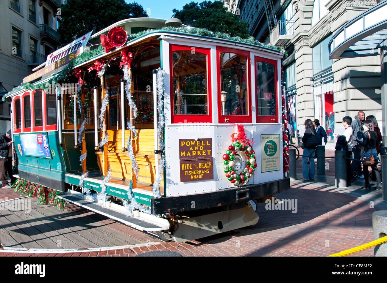 San Francisco Cable cars für Weihnachten dekoriert Stockfoto, Bild ...
