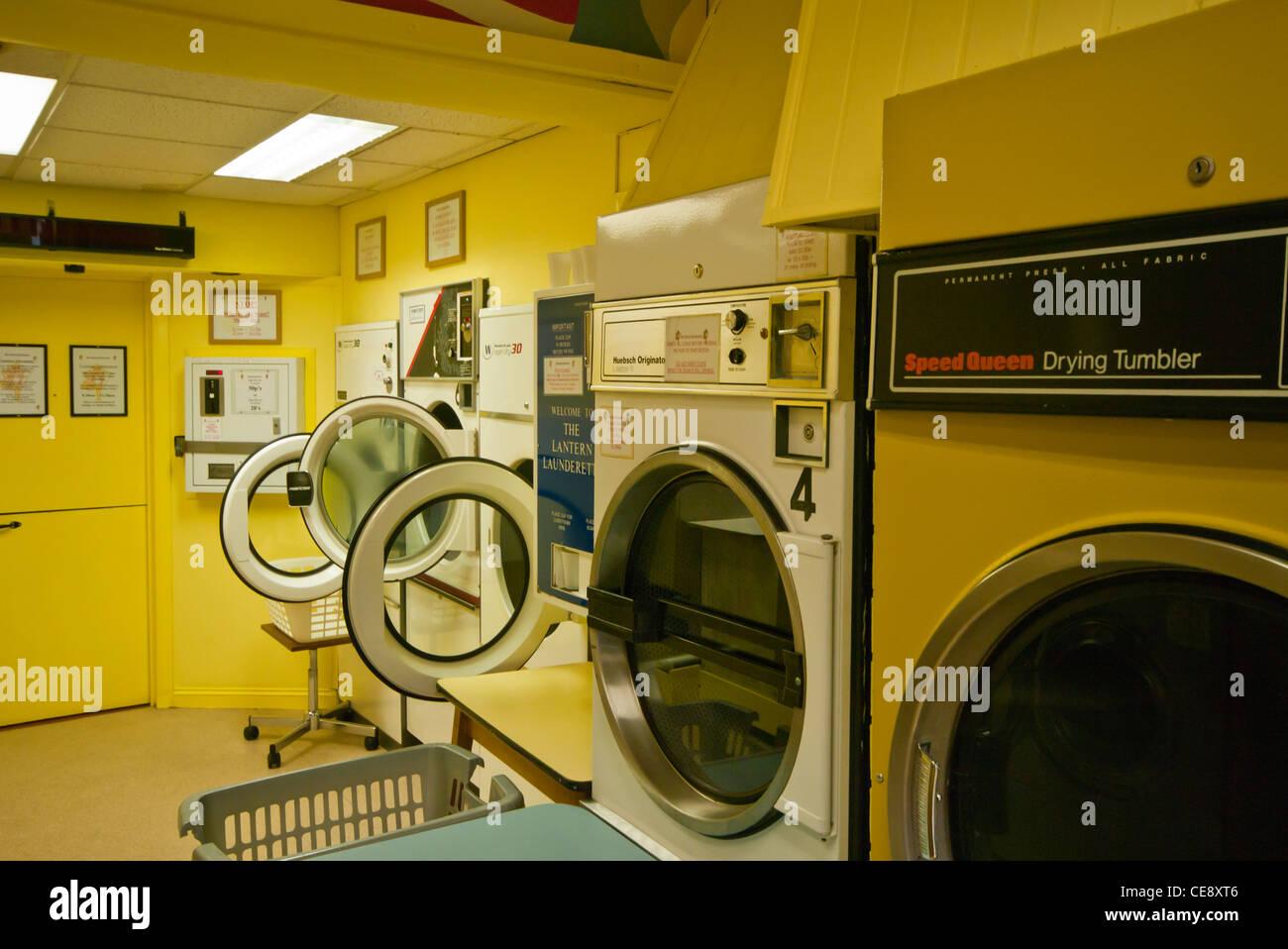 Wäschetrockner trockner waschmaschinen in einem waschsalon