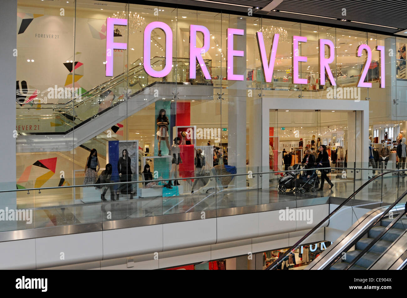 Forever 21 Amerikanische Kette Clothing Store Shop Front Im