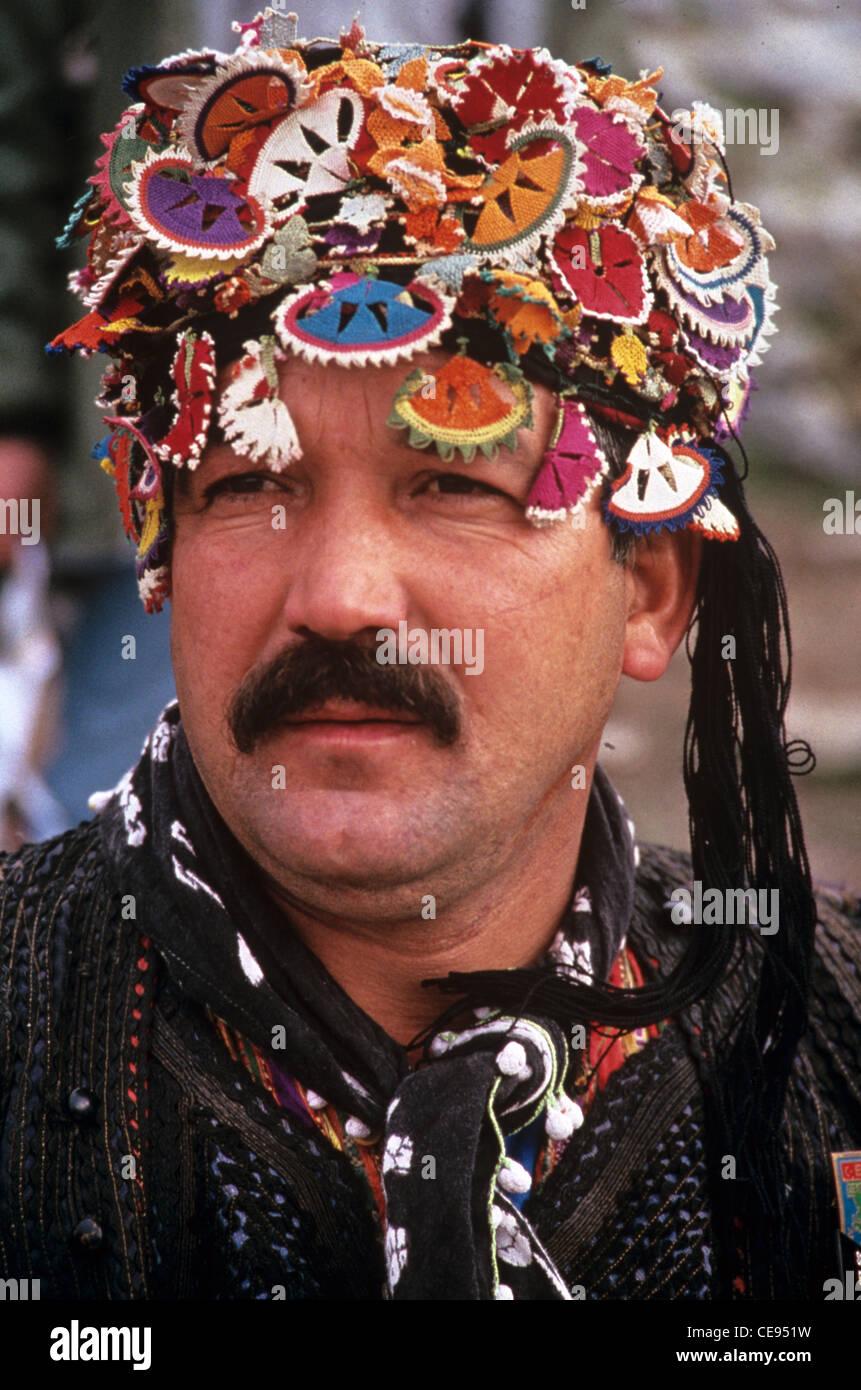 Porträt eines Turk oder Türkisch Mann im Ägäischen militärische Tracht, bekannt als Zeybek. Stockbild