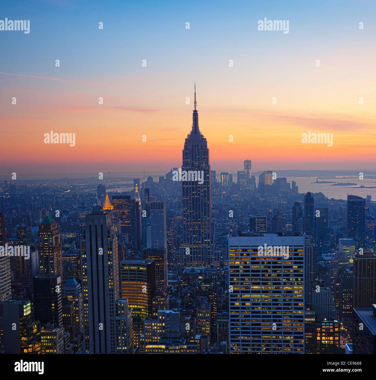 Empire State Building bei Sonnenuntergang vom Top des Rock-Observatoriums Stockbild