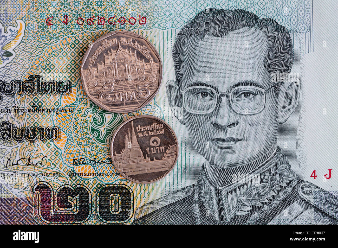 20 Thai Baht Banknote Mit 5 Baht Und 1 Baht Münzen Stockfoto Bild