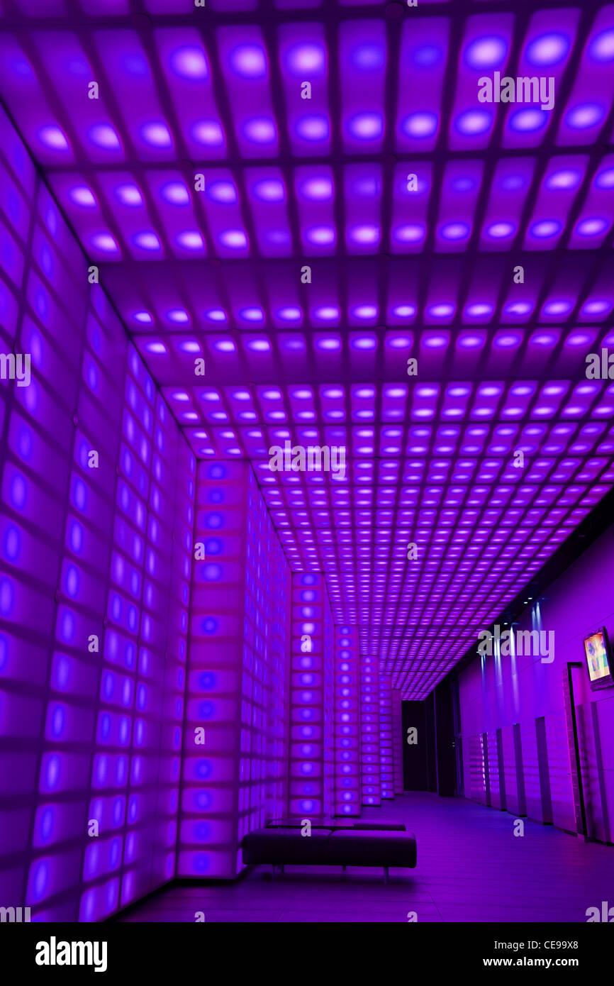 Lila Farbigen Lichtern Vorderseite Des Hauseingang Zum Club