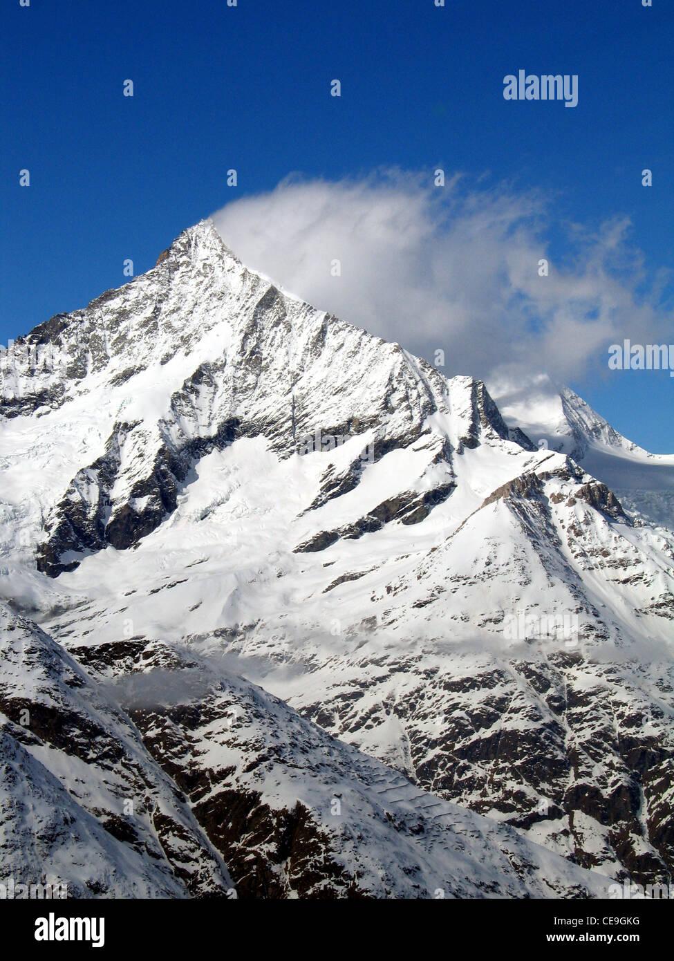 Blick auf das Matterhorn, Monte Cervino oder Mont Cervin Berg in den Walliser Alpen an der Grenze zwischen der Schweiz und Italien. Stockfoto