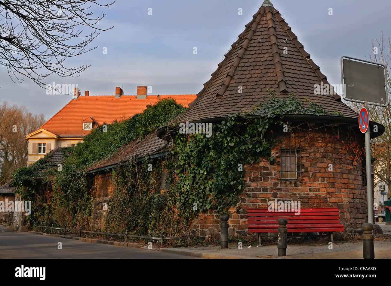 berlin altes haus mit efeu in berlin bezirk spandau stockfoto bild 43253377 alamy. Black Bedroom Furniture Sets. Home Design Ideas