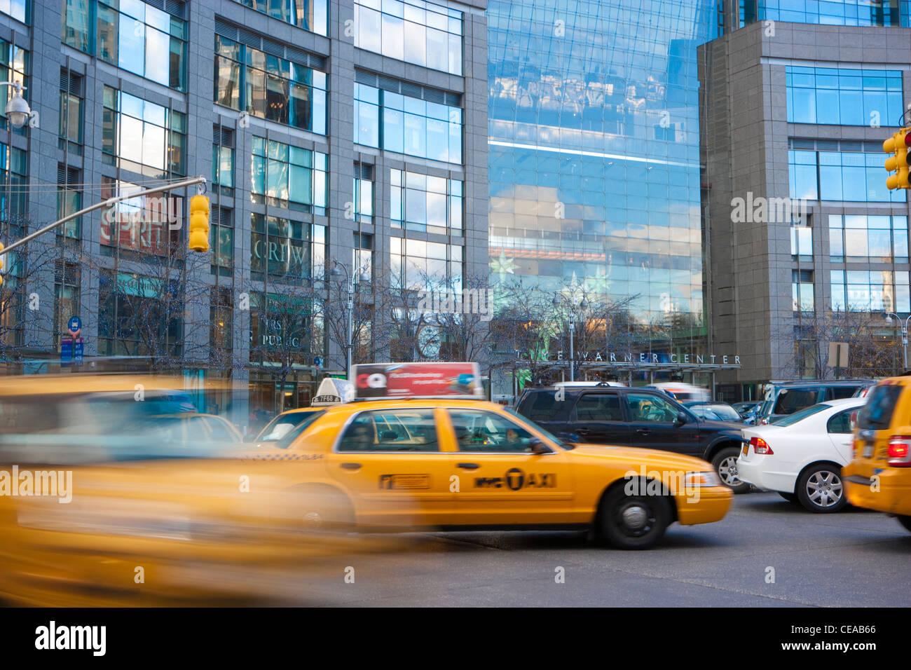 NYC Taxi Beschleunigung um Columbus Traffic Circle, New York Stockbild