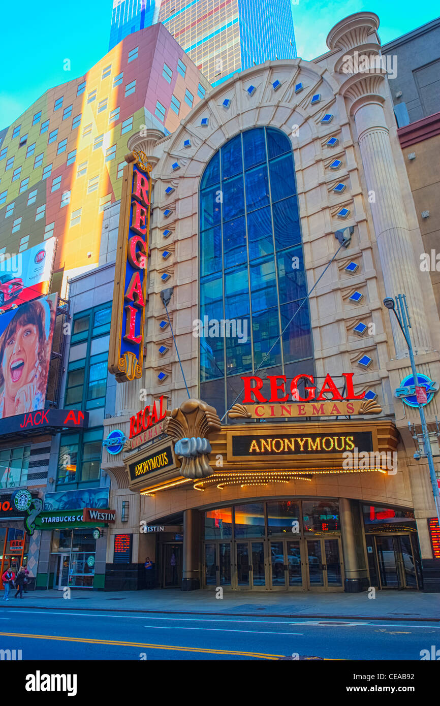 Regal-Kino und Westin Hotel auf 42nd Street, New York Stockbild