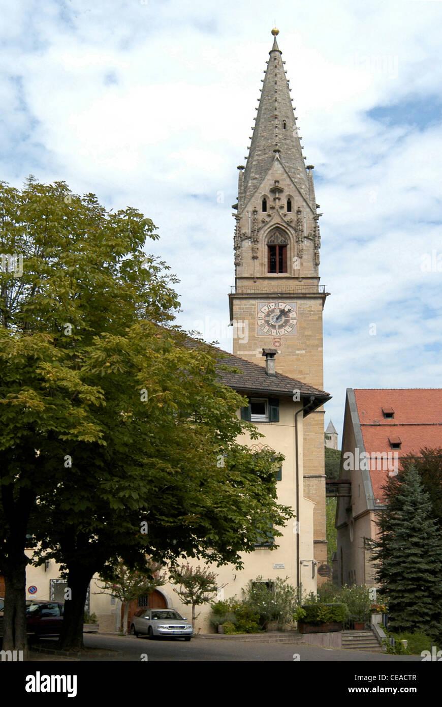 Pfarrei Kirche von Tramin an der Südtiroler Wein-Route. Stockbild