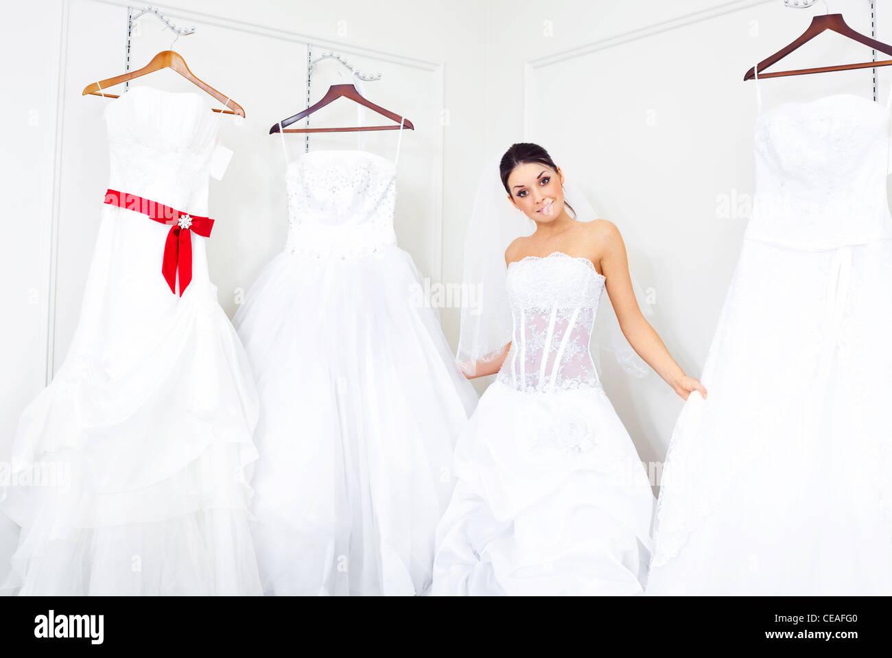 Bridal Wear Shop Stockfotos & Bridal Wear Shop Bilder - Alamy