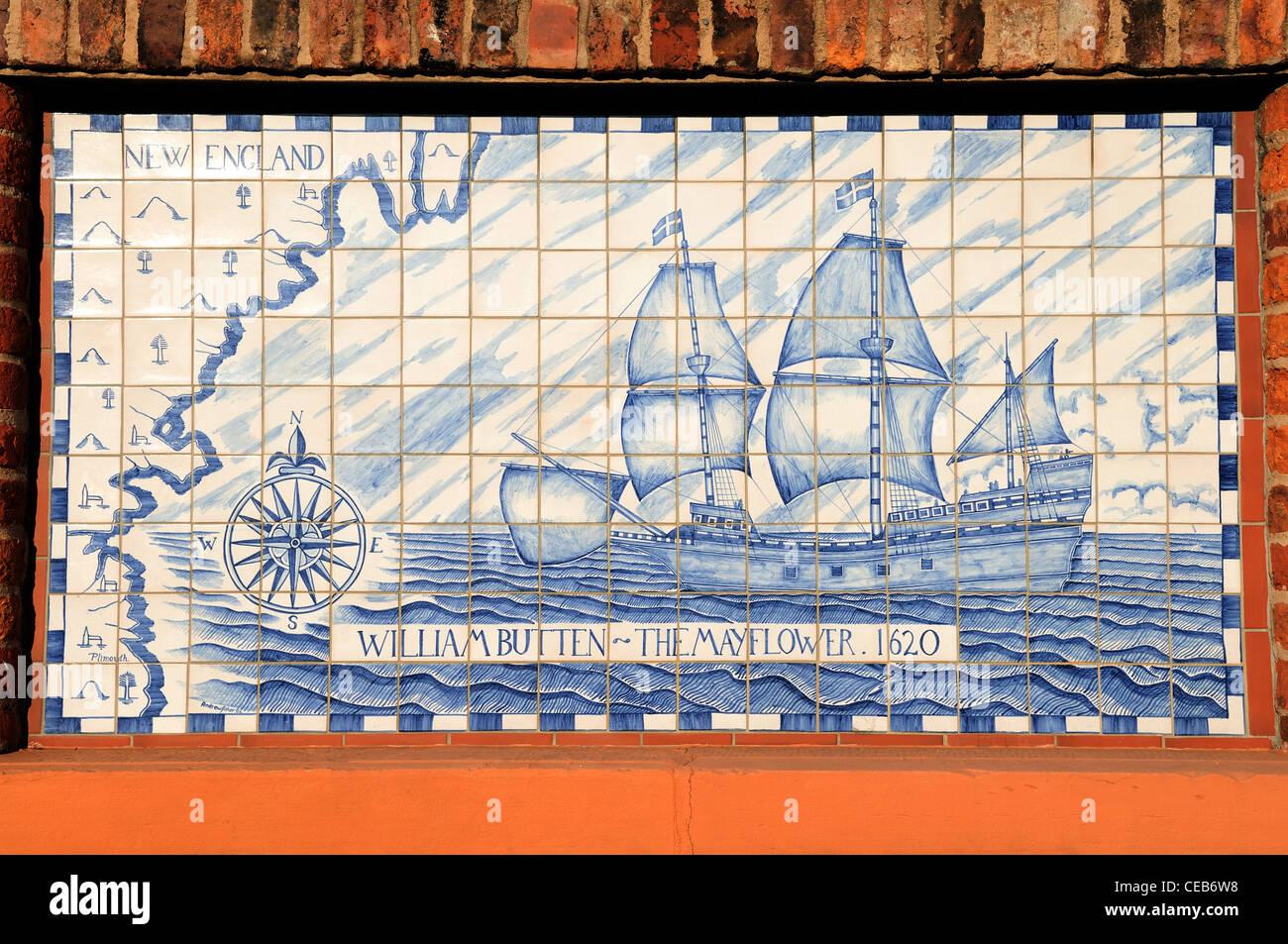Gekachelte Plaque der Mayflower versenden die Pilgrim Fathers nach Amerika durchgeführt. In der Yorkshire Austerfield. Stockbild