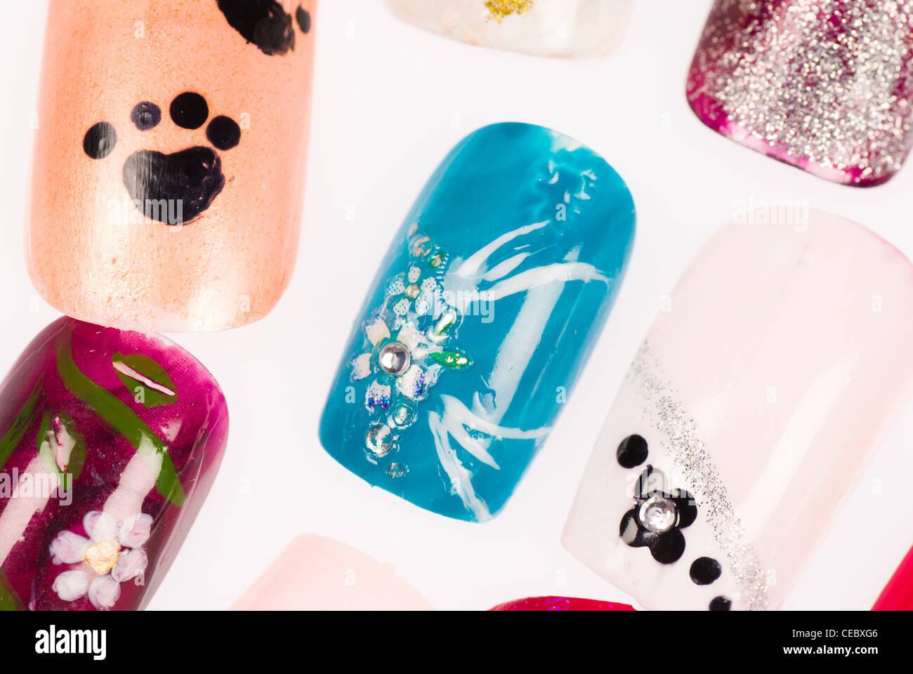 Wunderbar Diamant Verzierte Nägel Galerie - Nagellack-Design-Ideen ...