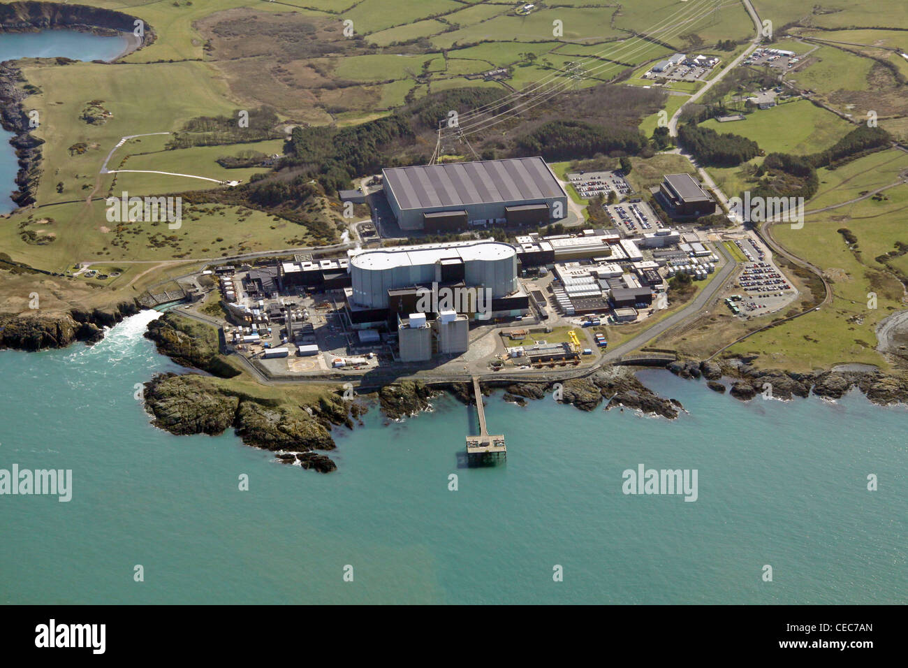 Luftaufnahme von Wylfa nuclear Power Station, Wylfa Head, Anglesey, North Wales, bezeichnet manchmal als Wilfa Stockbild