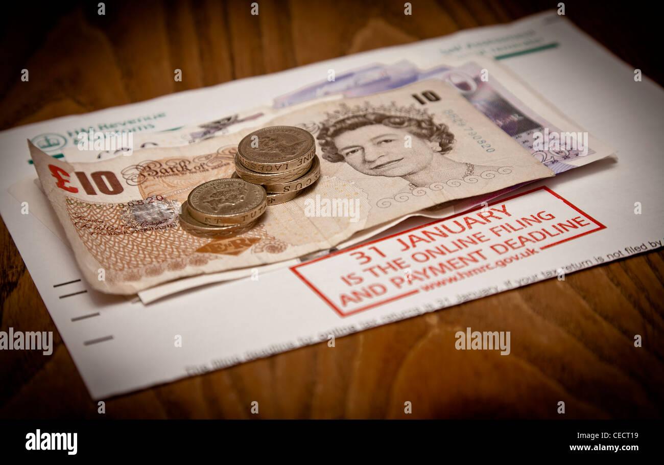 Uk Steuererklärung Erinnerung Und Geld Stockfoto Bild 43308197 Alamy