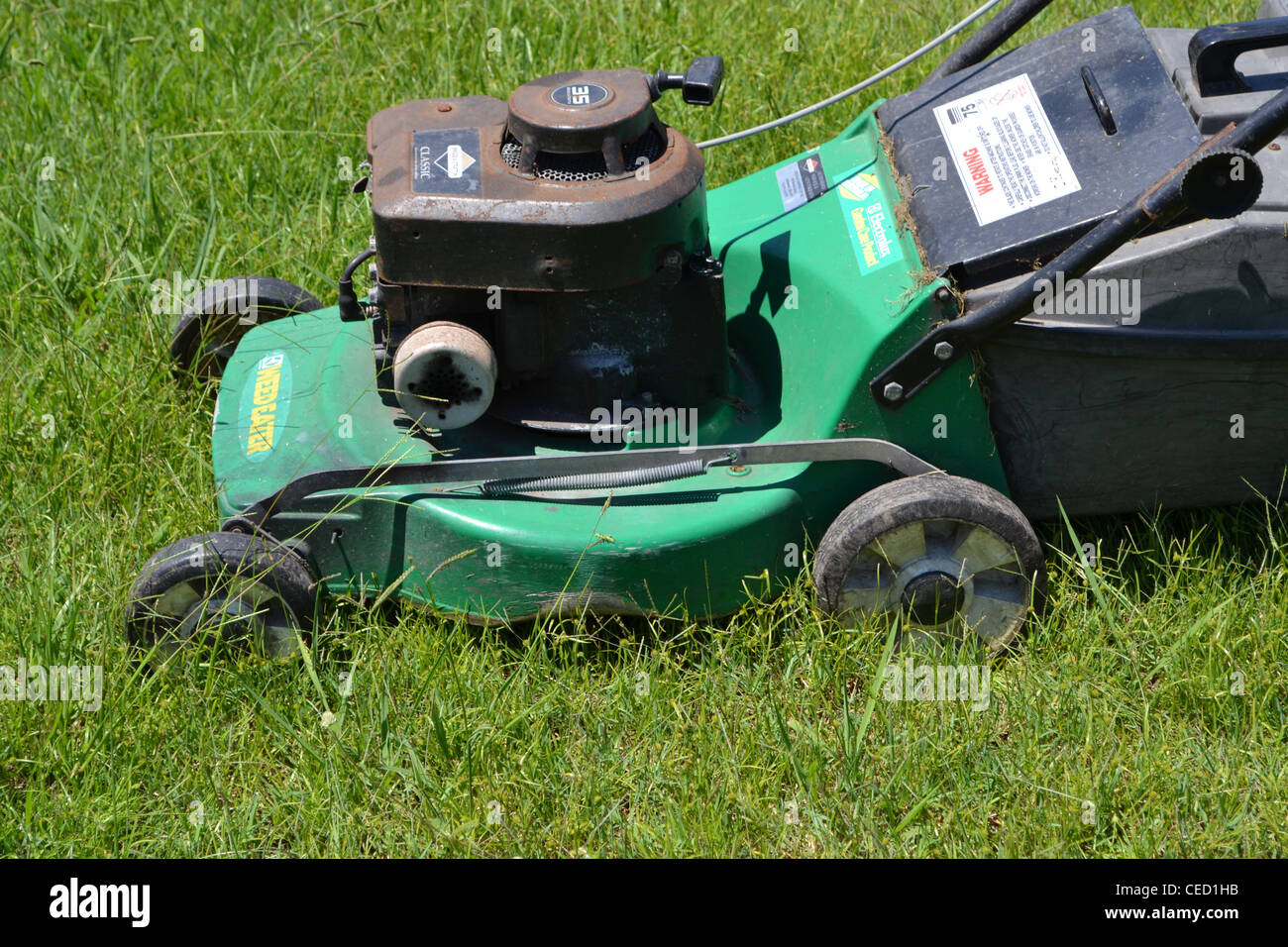 petrol mower stockfotos petrol mower bilder alamy. Black Bedroom Furniture Sets. Home Design Ideas